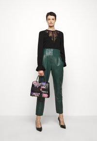 Alberta Ferretti - LEATHERPIECES TROUSERS - Trousers - green - 1
