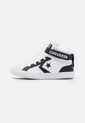 PRO BLAZE STRAP VARSITY UNISEX - High-top trainers - white/black