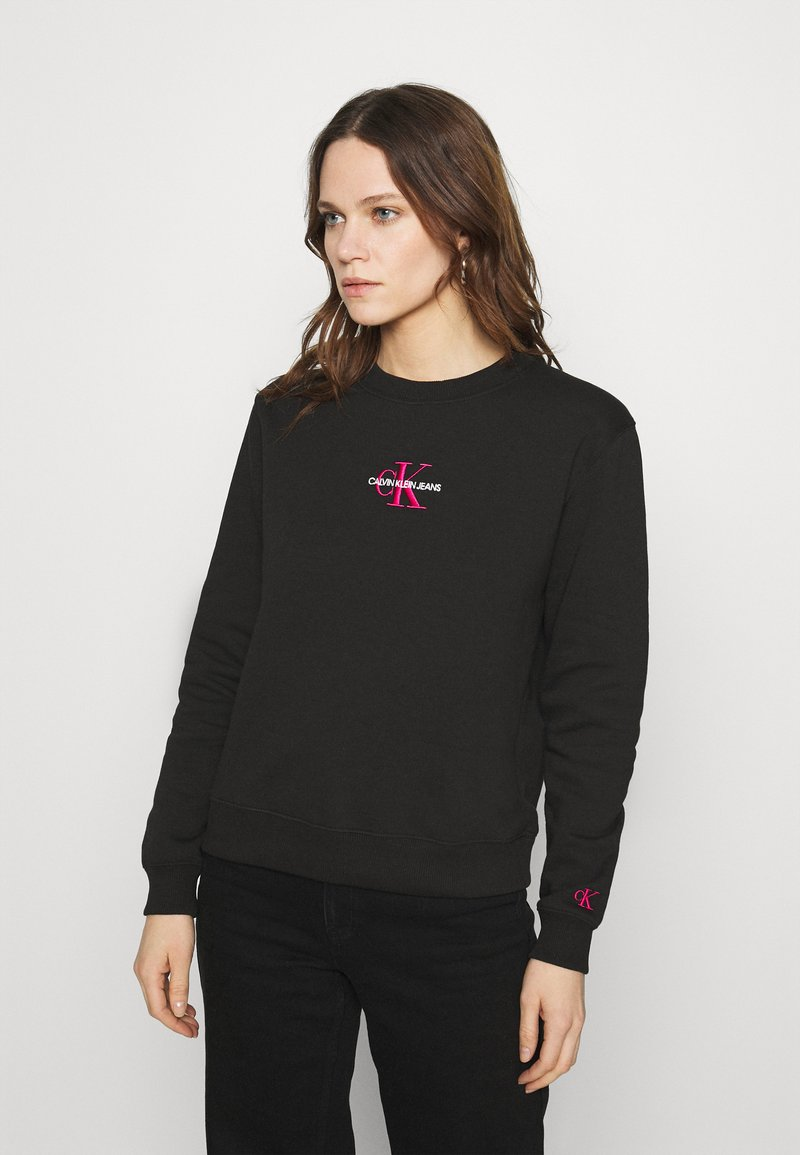 Calvin Klein Jeans - MONOGRAM LOGO CREW NECK - Mikina - black/party pink