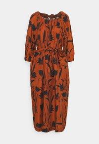 Mother of Pearl - RAGLAN SLEEVE DRESS WITH GATHERED NECK & CUFFS - Denní šaty - botanical rust - 6