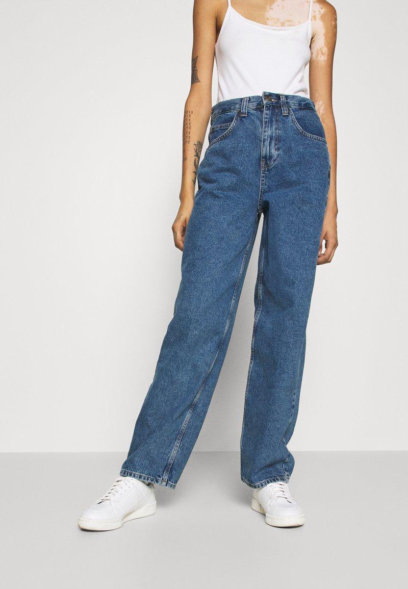 BDG Urban Outfitters - MODERN BOYFRIEND BAGGY JEAN - Relaxed fit -farkut - blue denim