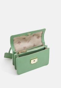 Steve Madden - BSTAKES - Handbag - mint - 2