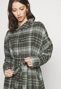 Weekday - GIGI DRESS - Shirt dress - green - 3