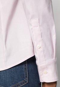Tommy Hilfiger - HERITAGE SLIM FIT - Košile - pink - 4