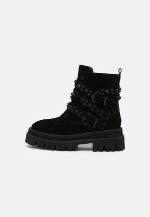 Kotníkové boty na platformě - crosta black