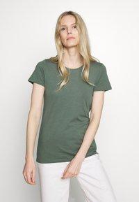 GAP - FAV CREW - Camiseta básica - cool olive - 0