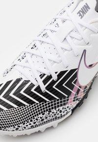 Nike Performance - MERCURIAL JR VAPOR 13 ACADEMY TF UNISEX - Kopačky na umělý trávník - white/black - 5