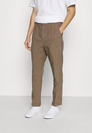 VAGA TROUSER - Kalhoty - alpine brown
