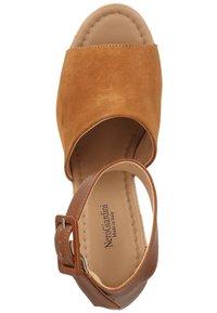 NeroGiardini - Wedge sandals - tabacco - 3