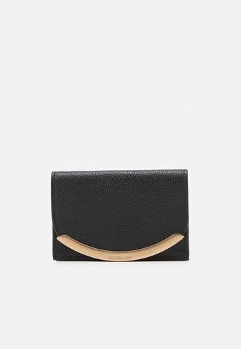 Lizzie mini wallet