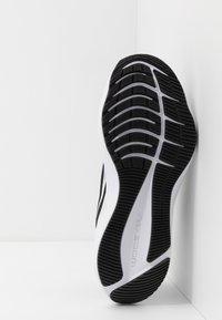 Nike Performance - ZOOM WINFLO  - Obuwie do biegania treningowe - black/white/anthracite - 4