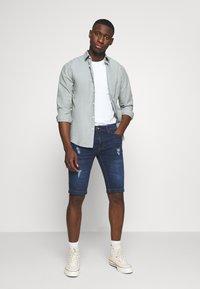 Redefined Rebel - HAMPTON - Denim shorts - mid blue - 1