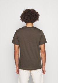 Nike Sportswear - CLUB TEE - T-shirt basic - ironstone - 2