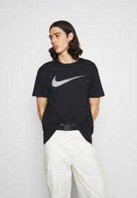 Nike Sportswear - TEE BRANDRIFF - T-shirt med print - black - 0