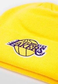 Outerstuff - NBA LA LAKERS CUFFED UNISEX - Berretto - bright yellow - 2