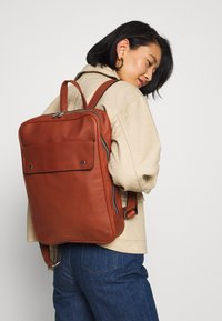 Still Nordic - THOR BACKPACK - Reppu - cognac - 5