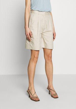 LAETITIA - Shorts - grain