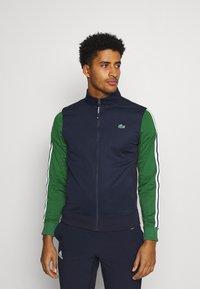 Lacoste Sport - TENNIS JACKET - Veste de survêtement - navy blue/green - 0