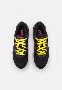 ASICS - GEL-EXCITE 8 UNISEX - Neutral running shoes - black/hot pink - 3