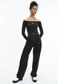 Calvin Klein Jeans - SLIM OFF SHOULDER TOP - Long sleeved top - ck black - 1