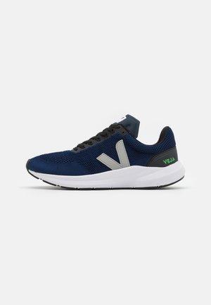 MARLIN - Chaussures de running neutres - nil/oxford grey
