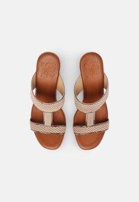 Mis Pepas - Pantofle na podpatku - sand/hardy - 4