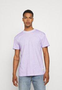 Mennace - ON THE RUN TAB REGULAR - T-shirt med print - lilac - 0