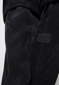 Tommy Hilfiger - LEWIS HAMILTON UNISEX GMD SWEATPANTS - Pantaloni sportivi - black - 5
