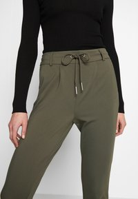 ONLY - POPTRASH EASY COLOUR  - Tracksuit bottoms - olive night - 4