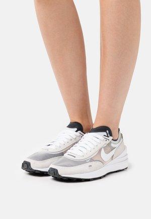 WAFFLE ONE - Sneakers laag - summit white/white/black/orange