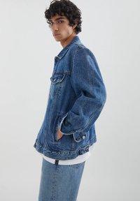 PULL&BEAR - Džínová bunda - blue denim - 3