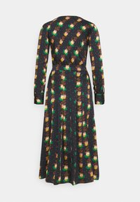 Scotch & Soda - PRINTED V-NECK MIDI LENGTH DRESS WITH PLEATS - Košilové šaty - combo - 7