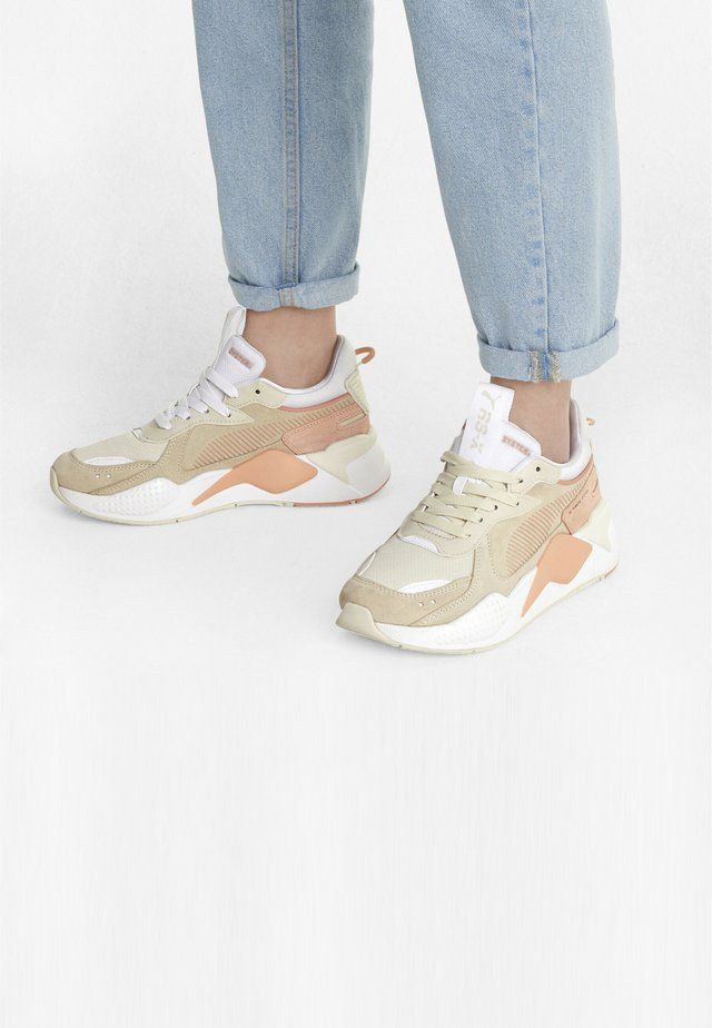 RS-X REINVENT - Sneakers laag - eggnog-apricot blush