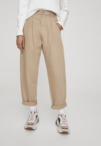 PULL&BEAR - SLOUCHY - Jeans Relaxed Fit - brown - 0