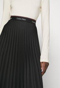 Calvin Klein - LOGO WAISTBAND PLEAT SKIRT - Jupe plissée - black - 5