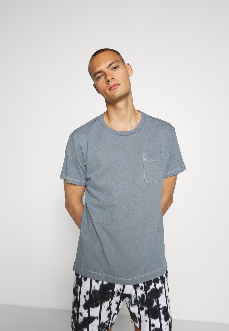 Jack & Jones PREMIUM - JPRAIDEN TEE CREW NECK AMERICAN FIT - Basic T-shirt - faded blue