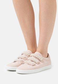 Kennel + Schmenger - BASE - Sneakers laag - baby rose - 0