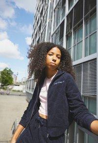 Juicy Couture - TOWEL TANYA TRACK - Zip-up sweatshirt - night sky - 2