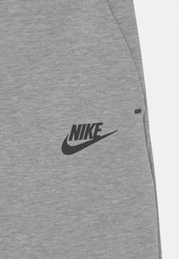 Nike Sportswear - Teplákové kalhoty - dark grey heather/black - 2