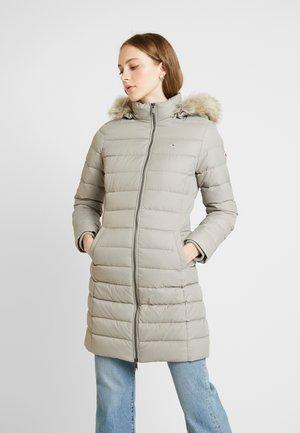ESSENTIAL HOODED COAT - Kabát zprachového peří - mourning dove