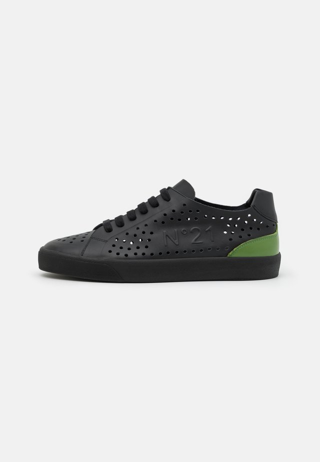 GYMNIC - Sneakers laag - black/green