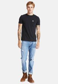 Timberland - SS DUNSTAN RIVER POCKET TEE - Basic T-shirt - black - 1