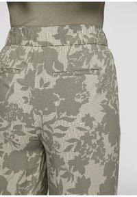 s.Oliver - Trousers - summer khaki aop - 4
