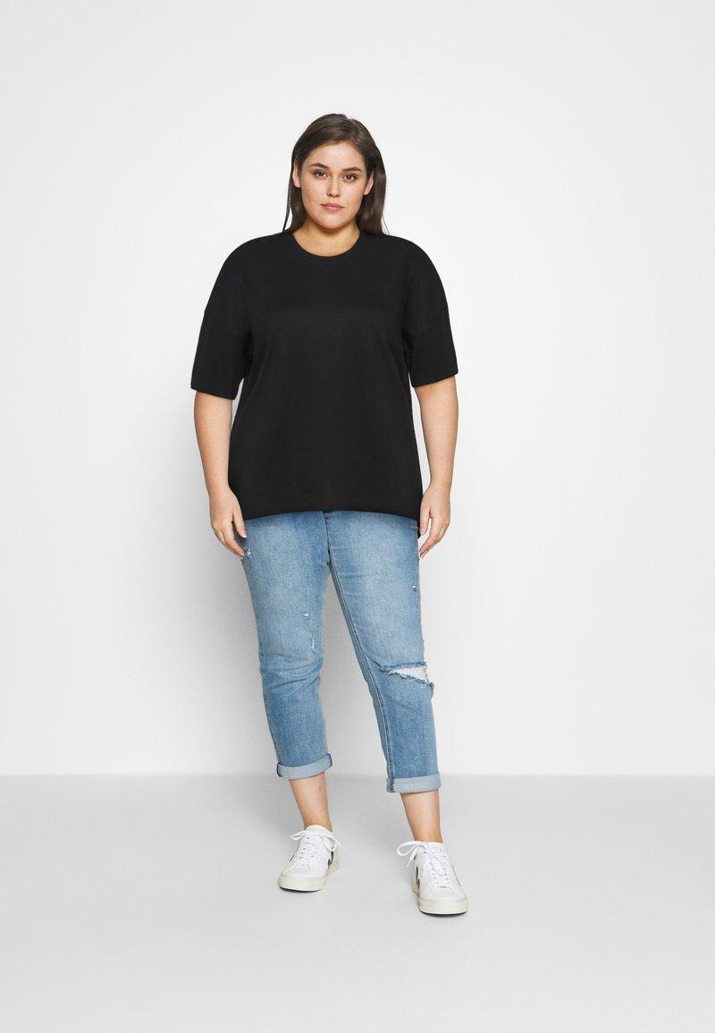 Even&Odd Curvy - Basic T-shirt - black