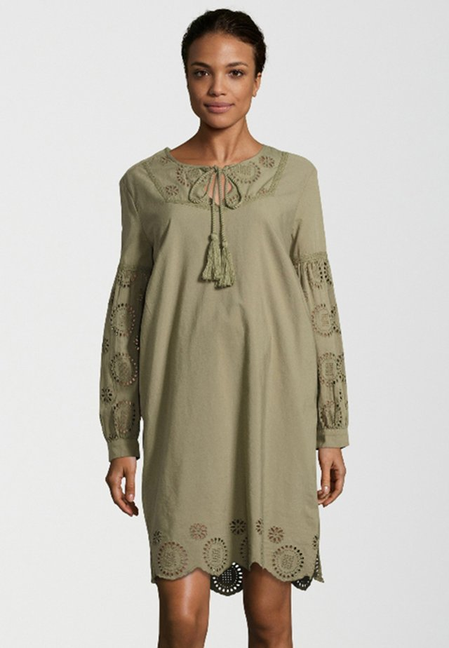 MIT FLORALEM LOCHMUSTER - Day dress - green