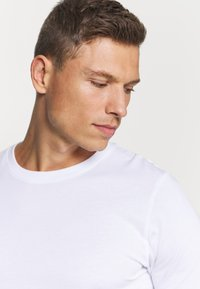 Jack & Jones - JACBASIC TEE CREW NECK 4 PACK - Nachtwäsche Shirt - white/black - 5