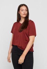 Zizzi - Basic T-shirt - madder brown - 0
