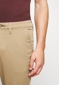 Selected Homme - SLHSLIM-MILES - Chino kalhoty - ermine - 4