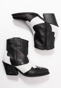 Bianco - BIACUBA WESTERN - Ankle boots - white - 3