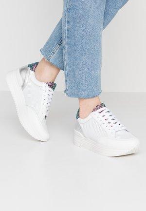 LEANRUN - Trainers - white/fuxia/silver